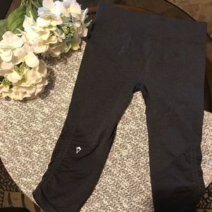 IVIVVA by LULULEMON crop tight size 10